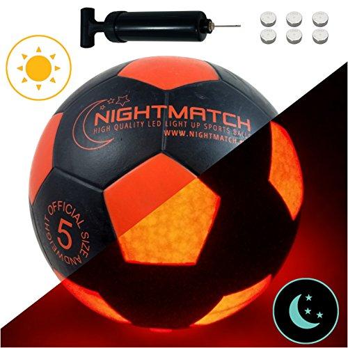 Ballon-de-football-lumineux-NightMatch-pompe–ballons-incluse-Illumin-de-lintrieur-par-deux-LED-lorsque-quon-le-frappe-Lumire-de-nuit-ballon-Taille-5-Taille-et-poids-officiels-Qualit-suprieure-noir-or-0